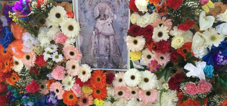 Ofrenda floral a la Virgen en la Escuela Profesional
