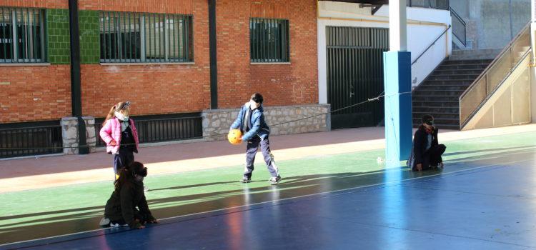 Los alumnos de 3º B y 4º B de Primaria aprenden a jugar a Goalball