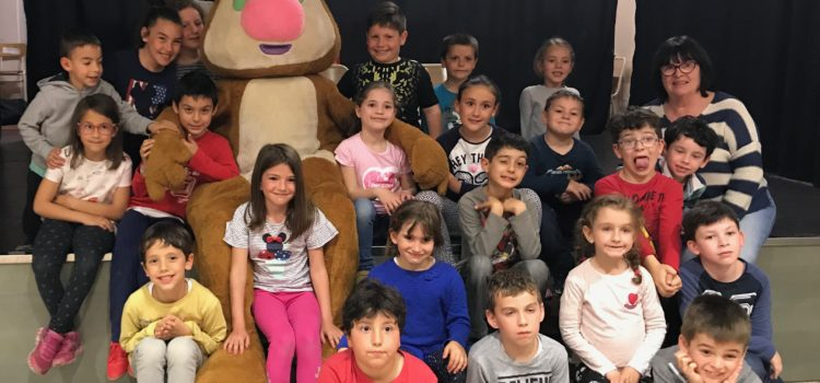 Visita sorpresa de Rasi a los alumnos de 1º y 2º de Primaria