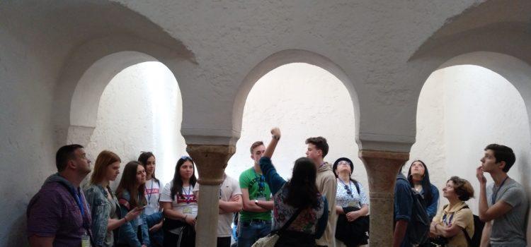 Profesores y estudiantes Erasmus + visitan el centro histórico de Valencia