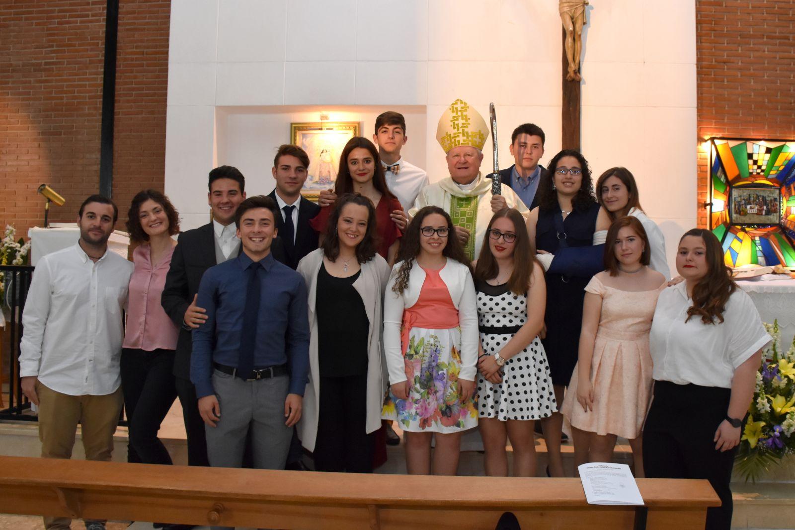 13 alumnos de la Escuela reciben el sacramento de la Confirmación
