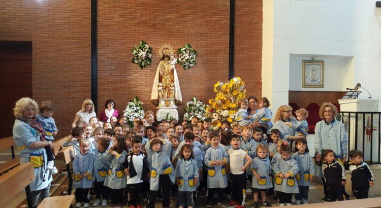 Ofrenda floral a la Virgen de los alumnos de la Escuela Infantil