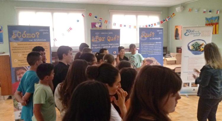Exposición Comercio Justo – PROYDE en la Escuela