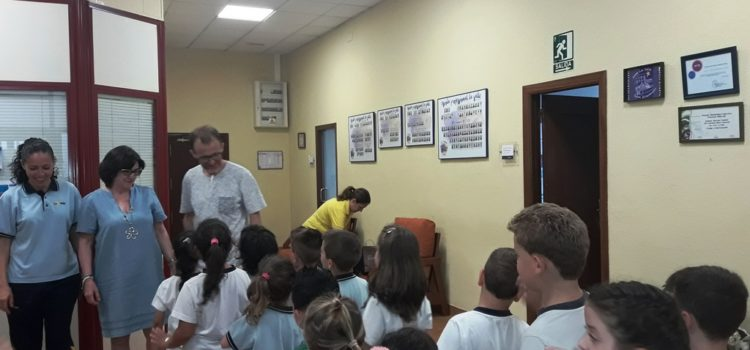 Infantil visita las aulas de Primaria