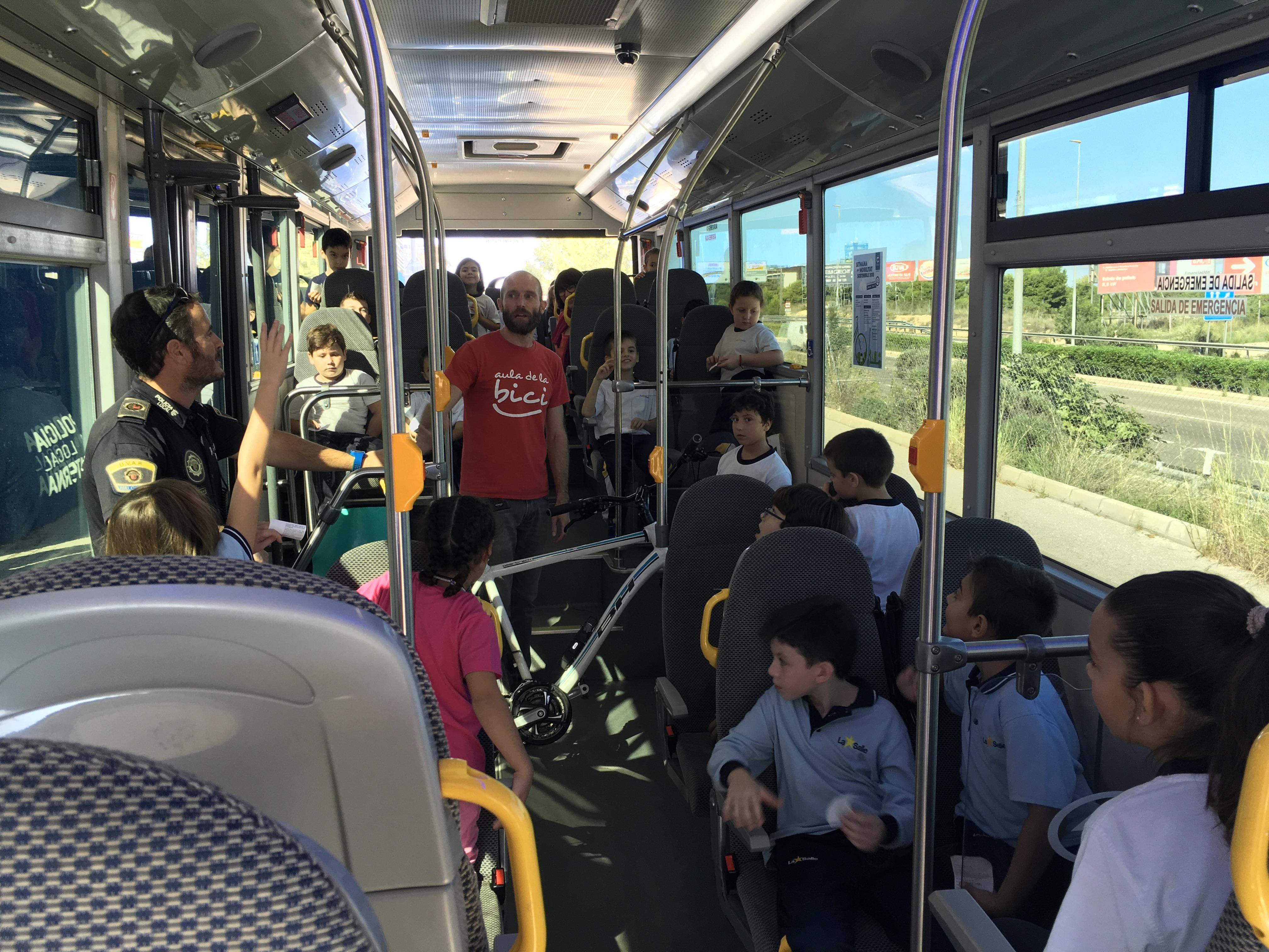 Alumnos de 2º de primaria conocen las ventajas del uso de medios de transporte sostenibles