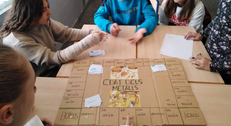 Los alumnos de 1º de ESO realizan juegos de mesa para aprender la Edad de los metales en Historia