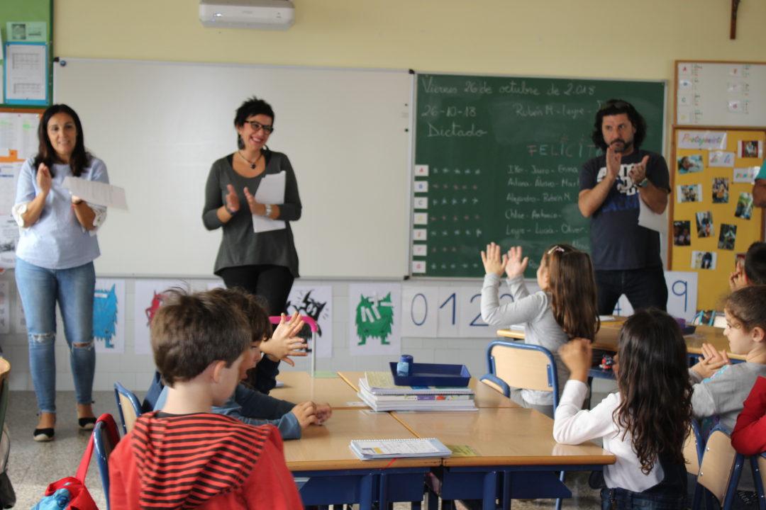 Tarde de disfraces, juegos y fantasía: ¡vuelven los cuentacuentos a las aulas de primaria!