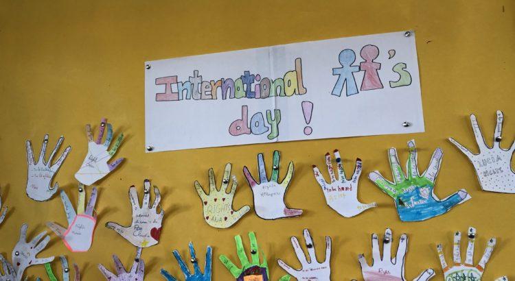 Celebración del Día Universal del niño en clase de inglés de primaria