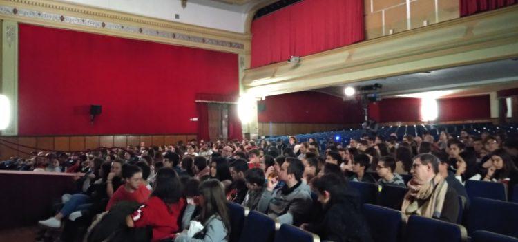 Alumnos de secundaria acuden al teatro a ver 'Ghostly love'