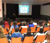 La Policía Nacional informa a alumnos de primaria de los riesgos de las redes sociales