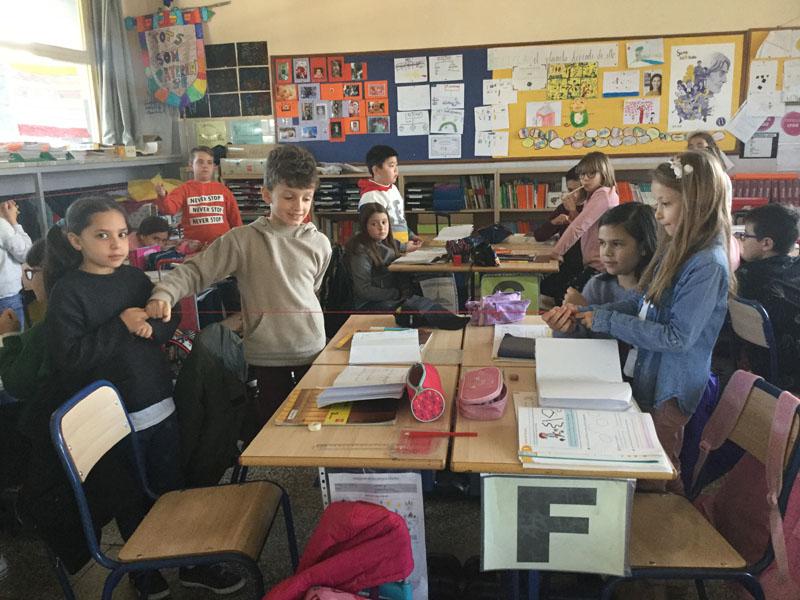 En primaria aprenden matemáticas con hilos