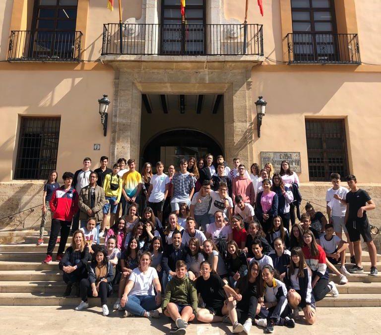 Los alumnos de 3º de ESO presentan al Alcalde su proyecto 'La Basura me enriquece'