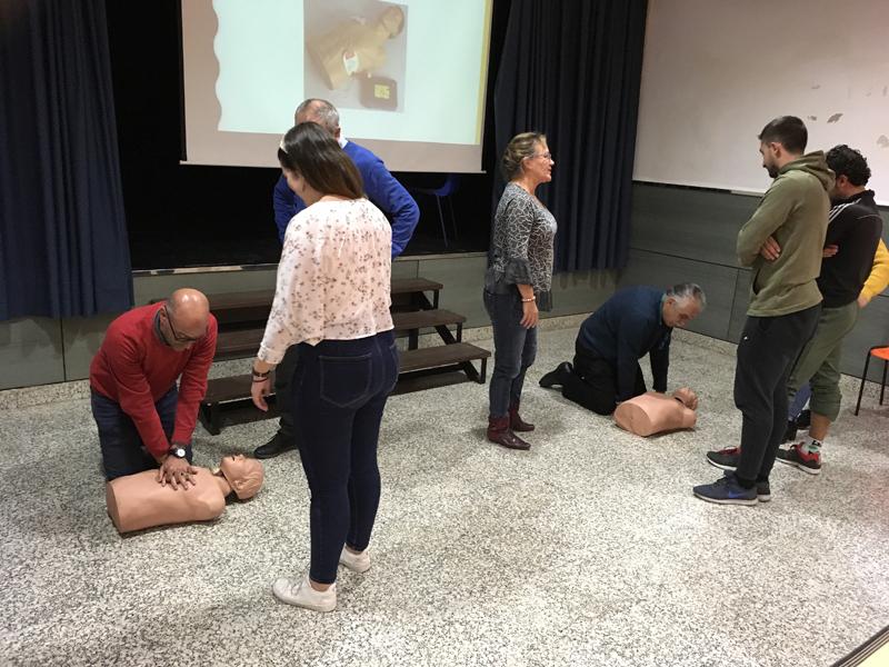 La comunidad educativa de la Escuela recibe formación de primeros auxilios y atención a alumnos con enfermedades crónicas