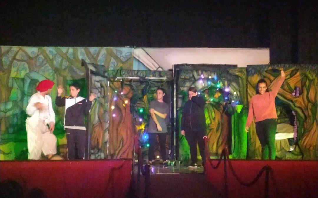 Los alumnos de ESO disfrutan de la obra de teatro en inglés 'Midsummer night's dream'