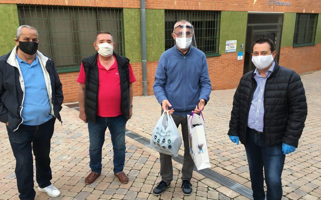 La Asociación de vecinos del barrio Alborgí dona pantallas protectoras y mascarillas a la Escuela Profesional La Salle